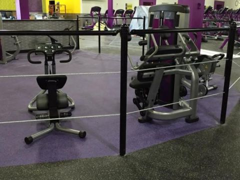 Planet Fitness Cable fence 4' tall