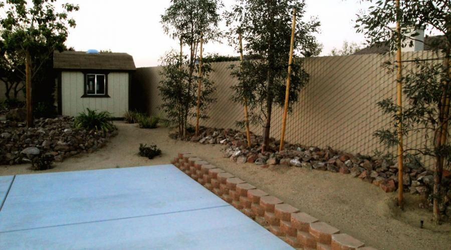 resiudential back yard with a vinyl privacy fence