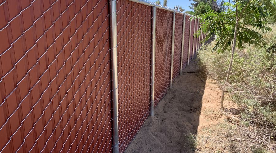 6' privacy chain link, Red
