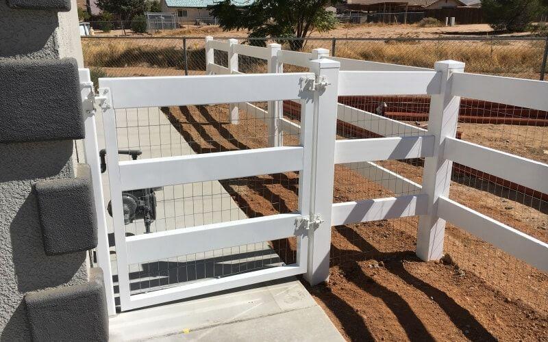closed ranch style vinyl gate